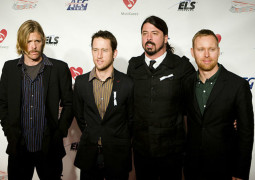 Foo Fighters to play crowd-funded gig