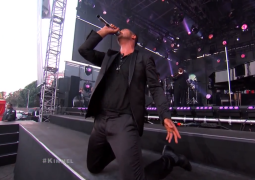 Robin Thicke gets down on knees during 'Get Her Back' Jimmy Kimmel performance