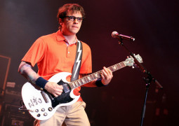 Rivers Cuomo to star in sitcom based on his life