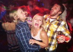 10 awkward problems everyone has during a night out