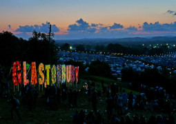 Glastonbury 2015 line up announced and it's epic