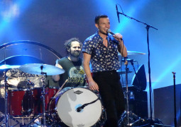 """WATCH – The Killers cover Kings of Leon 'The Bucket"""""""