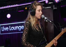 WATCH – Wolf Alice cover Years & Years