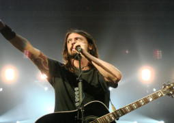 Dave Grohl air-drumming to Led Zeppelin three times a day to help recovery