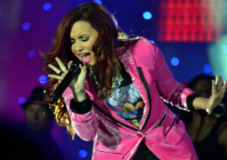 Here's Demi Lovato falling over at pool party gig