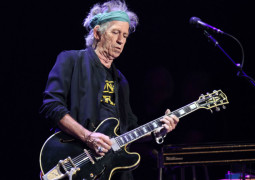 Keith Richards smokes weed for breakfast