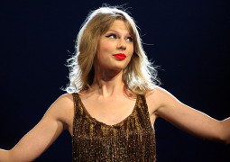 Taylor Swift donated $50,000 to fan with leukemia