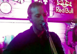 WATCH – Chris Martin played an impromptu gig in a bar in India