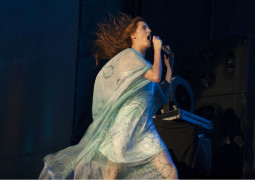 Florence and the Machine play surprise acoustic set in Sydney