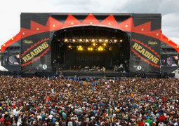 Reading and Leeds Festival- Welly and Umbrella Alert