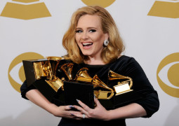 Adele Breaks Records In The UK and The USA!